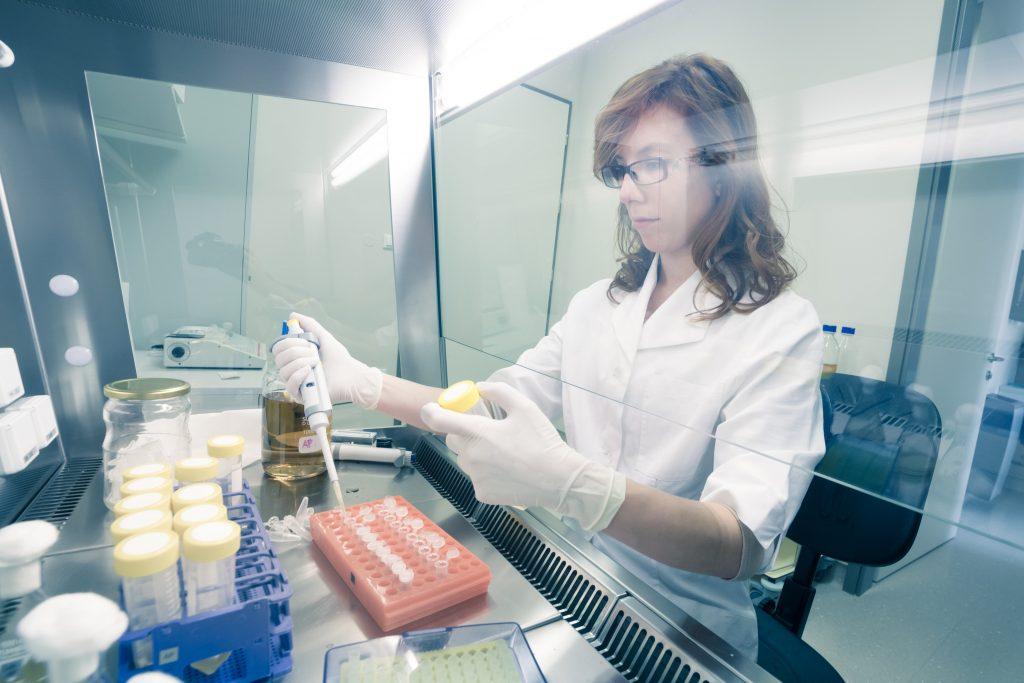 Proces produkcji kosmetyków – czyli odpowiednie warunki, sprzęt, umiejętności pracowników, czas i ciężka praca